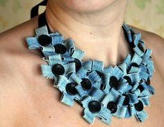 Upcycling: halsband av jeans och knappar. Bloggen Re-creating.se (återbruk)