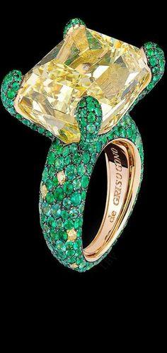 Di Grisogono Haute Joaillerie Collection features a large yellow diamond solitaire surrounded by emeralds and yellow diamonds set in yellow gold High Jewelry, I Love Jewelry, Bling Jewelry, Gemstone Jewelry, Jewelry Box, Jewelry Rings, Jewelry Accessories, Jewelry Design, Unique Jewelry