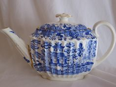 Spode Willow pattern teapot {so pretty! Blue Willow China, Blue And White China, Blue China, China Rose, Willow Pattern, Tea Pot Set, Teapots And Cups, Tea Service, My Cup Of Tea