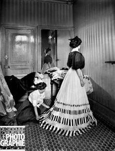HOUSE OF WORTH. Fitting Room. Paris, 1907. BOY-1081 © Jacques Boyer / Roger-Viollet