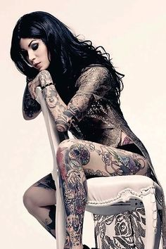 Women with Tatoos: Sexy Tattooed Brunettes