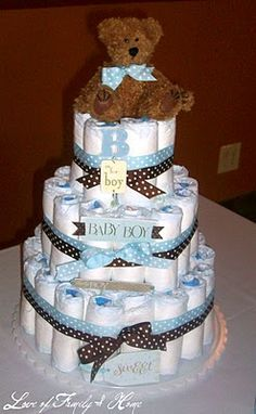 Nappie cake. Could also work with bottles and other items #BabyShowerDecor