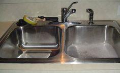 Uno de los problemas domésticos más comunes es el atasco de una tubería, sobre todo cuando ya son antiguas. Es un problema bastante molesto puesto que en algunos casos nos obliga a dejar de usar el lavabo o fregadero durante unos días, además de los malos olores que pro