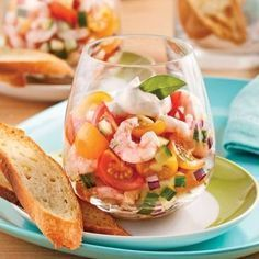 Tartar of Tomatoes and Shrimps in Verrine – Recipes – Cooking and Nutrition – Pratico Pratique Green Tea Recipes, Raw Food Recipes, Gourmet Recipes, Cooking Recipes, Healthy Recipes, Healthy Drinks, Seafood Appetizers, Seafood Recipes, Appetizer Recipes