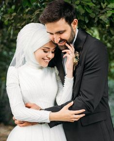 You can find different rumors about the annals of the marriage dress; Photo Couple, Couple Photos, Wedding Couple Poses Photography, Muslim Wedding Dresses, Wedding Gowns, Anime Muslim, Marriage Dress, Muslim Couples, Muslim Girls
