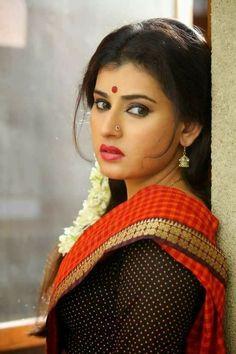 Archana Red Saree Photos From Kamalatho Naa Prayanam Beautiful Indian Actress, Beautiful Actresses, Beautiful Models, Most Beautiful Women, Hot Actresses, Indian Actresses, Archana Hot, Saree Navel, Red Saree