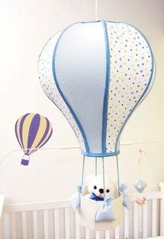 Balon şeklinde kıvrılan tel kafes ve kumaş ile bebek odaları için yapılmış şirin bir avize belki de abajur modeli