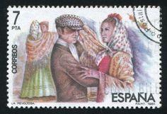 sello impreso por España, muestra a hombres y mujeres bailando, alrededor del año 1984