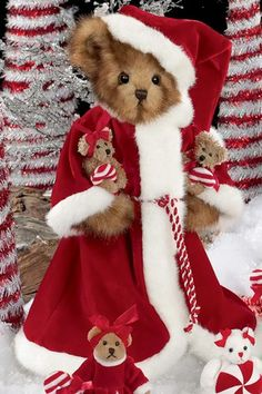 Jolly Old Saint Mint is an adorable Christmas Bearington bear that was introduced in 2008.