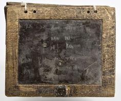 Somiglia prorpio al primitivo 'iPad concepito poi da  #Steve #Jobs. Non credete? Tavolette cerate e stilo appuntito, infatti, consentivano agli antichi Greci e Romani di scrivere e leggere le notizie. Certo, la cancellazione delle schermate richiedeva più tempo.