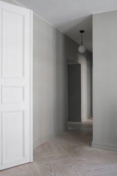 Dinesen Douglas herringbone floor in the home of Elisabeth Heier. Oslo, Classic Pattern, Jotun Lady, Home Instead, Entry Hallway, Floor Patterns, Timber Flooring, New Living Room, House Colors