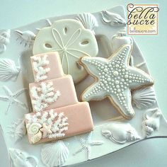 beach wedding cookies @bellasucrecookies More