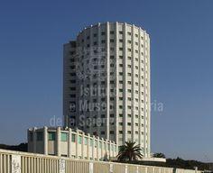 """Colonia Marina """"Edoardo Agnelli"""" (Torre FIAT) Ubicata all'estremità nord di Marina di Massa, la Colonia Marina ''Edoardo Agnelli'' (ex Torre Balilla, poi nota come Torre Fiat) fu disegnata dall'ingegnere torinese Vittorio Bonadè Bottino nel 1933 e poteva accogliere circa ottocento bambini."""