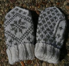Ravelry: Child Mitten - Traditional pattern pattern by Randi K Design Baby Mittens, Mittens Pattern, Easy Projects, Knitting Projects, Ravelry, Knitted Hats, Winter Hats, English, Traditional