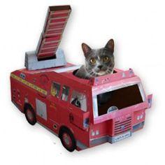 Mačja škatla za igro - gasilski avto