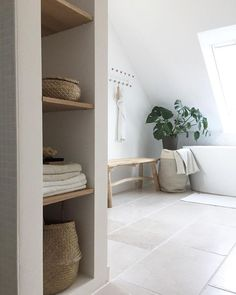 Verliebt in Naturtöne 3 Modern Small Bathroom Ideas - Great Bathroom Renovation Ideas That Natural Bathroom, White Bathroom, Bathroom Interior, Small Bathroom, Master Bathroom, Bathroom Ideas, Bathroom Chair, Mosaic Bathroom, Classic Bathroom