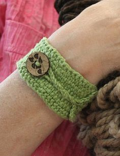 Knitted cuff bracelet. So pretty! There are three other versions in this month's Knitty.