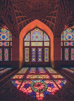 Majestic Architecture of Esfahan, Iran. Old traditions are good to be preserved. Art Et Architecture, Persian Architecture, Mosque Architecture, Beautiful Architecture, Beautiful Buildings, Architecture Wallpaper, Stained Glass Church, Stained Glass Art, Stained Glass Windows