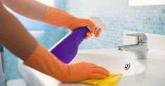 Daily House Cleaning Checklist : Want to keep your home clean easily? Use this free daily house cleaning checklist to make housekeeping super easy! Cleaning Checklist, Cleaning Hacks, Cleaning Supplies, Office Cleaning, Cleaning Recipes, Cleaning Maid, Cleaning Schedules, Cleaning Business, Cleaning Calendar
