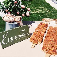 Hoy ayudando a @elsofaamarillo_eventos en una #bodaamarilla sigo pensando que es un currazo #weddingweddingesmuerte