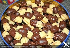 Spritzgebäck Shortbread cookies, a delicious recipe from the category biscuits & cookies. Easy To Make Cookies, Easy Cookie Recipes, Baking Recipes, Dessert Recipes, Pumpkin Recipes, Chocolate Chip Shortbread Cookies, Buttery Shortbread Cookies, Chip Cookies, Christmas Desserts