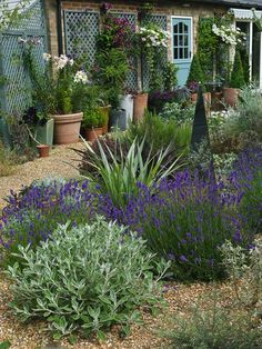 31 Stunning Front Garden Cottage Garden Landscaping – Home Design – 31 in … Cottage Garden Design, Small Garden Design, French Cottage Garden, French Garden Ideas, Cottage Front Garden, Cottage Patio, Garden Design Plans, Cottage Garden Plants, Garden Beds