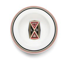 For the international design boutique Spazio Pontaccio, Le Dictateur has created LE D.ISH, designed by Federico Pepe, an exclusive series of fine limited edition plates featuring the world of Le Dictateur and its unmistakable graphic style.
