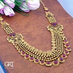 Make zillions of heads turn with this mesmerizing beauty! Stunning gold long haaram with multi gold ball chains. Long haaram studded with precious stones. Gold Bangles Design, Gold Earrings Designs, Gold Jewellery Design, Gold Jewelry, Gold Necklace, Antique Jewellery, Bridal Jewelry Vintage, Kerala Jewellery, India Jewelry