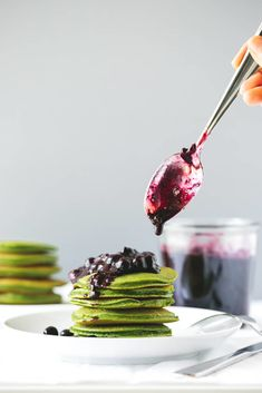 Green Smoothie Pancakes with Macerated Blueberries