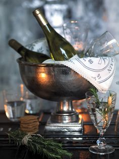 Toasting the New Year in elegantly beautiful vintage inspired style. #New_Years #party #drinks