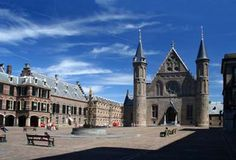 Dutch Parliament, The Hague (© jan kranendonk | iStockphoto.com)