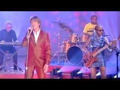 David Bowie - Cactus / Everyone Says Hi / Interviews - Italian TV 2002 - YouTube