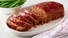 This meatloaf has all the great flavor of a bacon cheeseburger! Top slices of meatloaf with ketchup, mustard and relish to get a true burger flavor. Southern Meatloaf Recipe, Good Meatloaf Recipe, Meat Loaf Recipe Easy, Best Meatloaf, Meatloaf Recipes, Meat Recipes, Cooking Recipes, Betty Crocker Meatloaf Recipe, Recipies