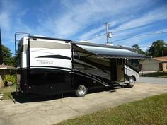 2010 Used Thor Motor Coach Four Winds Class A in Florida FL.Recreational Vehicle, rv, Offered is a 2010 Thor Windsport 32V with Prestige Package. This Class A RV is a wonderful compromise between to small and to big! It will seat 7-9 people for a get together and fit into almost any campground space. It is built on the very reliable Ford F53 chassis and is fitted with 22.5 wheels. Nada retail guidelines price this RV at $86,596 average retail to $71,894 low retail. This price does not…