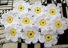 Crochet White Daisies  Set of 10 by FineThreads on Etsy