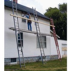 Ladder Jacks make an affordable scaffolding that is easy to set up. Civil Engineering Construction, Construction Tools, Ladder Accessories, Roofing Tools, Concrete Patio Designs, Metal Working Tools, Home Safety, Scaffolding, Roof Repair