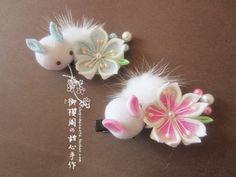 Kanzashi with puddle bunnies, a super cute idea   御の樱阁和风发夹邹布樱花兔子头饰手工染色cos发饰和服浴衣配饰