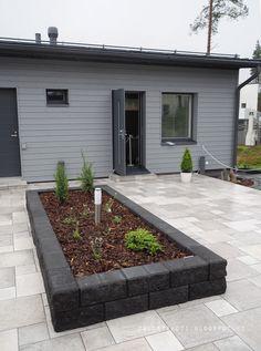 Asuntomessut 2016: pihajuttuja - Talostakoti Garden Landscaping, Entrance, Garden Design, House Plans, Pergola, New Homes, Patio, Landscape, Outdoor Decorations