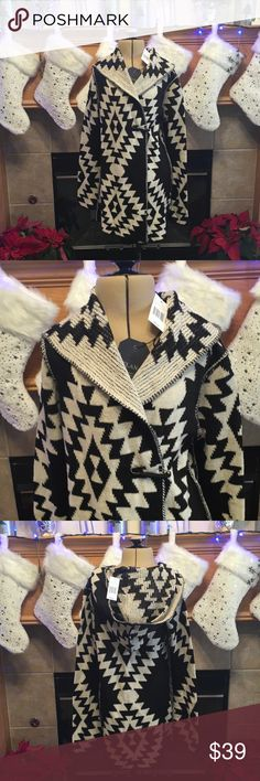 """ELAN SIZE MEDIUM SWEATER ELAN SWEATER SIZE MEDIUM-BLACK AND LIGHT TAN-NEW WITH TAGS-SOFT-HAS A BEAUTIFUL DETACHED PIN CLOSURE-YOU CAN WEAR IT OPEN OR CLOSED-THERE IS NO HAIR ON THE SWEATER THAT IS THE FIBERS-HAS A HOOD-ARMHOLE DISTANCE IS ABOUT 17""""-LENGTH IS ABOUT 29"""" Elan Sweaters Cardigans"""