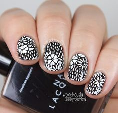 Lovely graphic black & white #floral print #nails