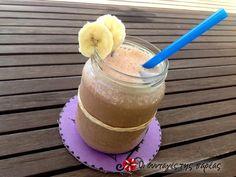 Δροσιά με γάλα και μπανάνα #sintagespareas #smoothie #banana Cocktails, Drinks, Smoothies, Flora, Pudding, Desserts, Accessories, Fashion, Craft Cocktails