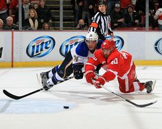 Zetterberg's Hat Trick Powers Wings Past Blues