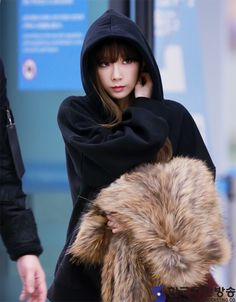 SNSD TaeYeon is back in Korea from the 2016 MAMA ~ Wonderful Generation ~ All About SNSD, Wonder Girls, and f(x)
