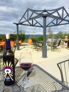 70 wineries and tasting room spanning across the El Dorado County landscape! El Dorado Wines - an hour away from Sacramento. El Dorado County, Tasting Room, Wineries, California Travel, Sacramento, Lodges, Alcoholic Drinks, Things To Do, Landscape