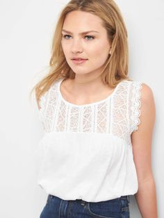 Discover reinvented styles of classic women's t shirts at Gap. Shop versatile women's tees to elevate your everyday style. Clothing For Tall Women, T Shirts For Women, Clothes For Women, Petite Tops, Fashion 2017, Everyday Fashion, Dress To Impress, Summer Outfits, Summer Clothes