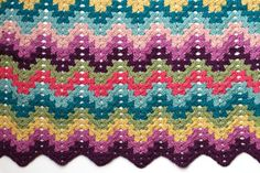 Granny ripple blanket.   SUPER CLEAR INSTRUCTIONS.  Four part video tutorial and pdf pattern by Very Pink.   :)