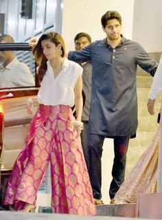 SEE PICS: Sidharth-Alia to Karan-Bipasha, B-Town celebs attend Diwali bash Alia bhatt and siddharth Dress Indian Style, Indian Dresses, Indian Outfits, India Fashion, Ethnic Fashion, Indian Attire, Indian Wear, Indie Mode, Moda Vintage