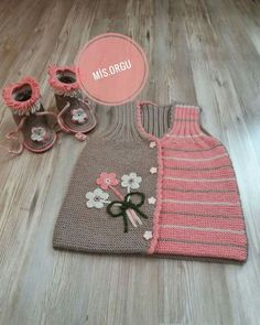 This post was discovered by emine Karadag. Discover (and save!) your own Posts on Unirazi. Knitting Baby Girl, Knitting For Kids, Baby Knitting Patterns, Crochet For Kids, Baby Patterns, Baby Vest, Baby Cardigan, Crochet Cat Pattern, Knit Crochet
