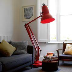 Los objetos en forma triangular y generadores de luces, como lamparas son excelentes activadores para el reconocimiento, fama y expansión de nuestros logros. Representan el Elemento Fuego y se ubican en la Coordenada Sur.