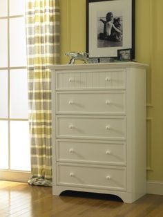 Fisher-Price Lakeland 5 Drawer Dresser, Snow White  http://www.babystoreshop.com/fisher-price-lakeland-5-drawer-dresser-snow-white/